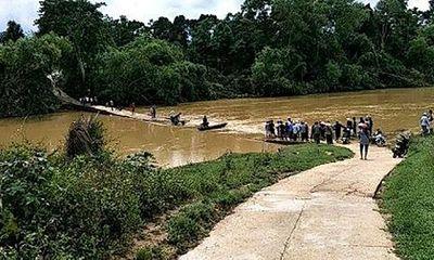 Tìm kiếm 3 mẹ con bị lũ cuốn trôi khi đi qua cầu tràn