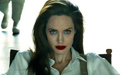 Angelina Jolie bị liệt cơ mặt hậu ly hôn Brad Pitt