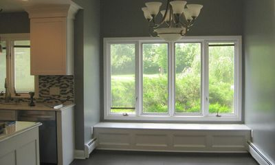 Ý tưởng thiết kế ghế bên cửa sổ: Tối giản nhưng tiện ích lớn