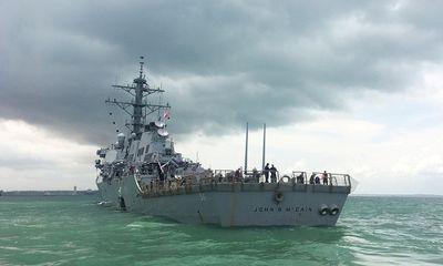 Tìm thấy một số thi thể trong vụ va chạm tàu khu trục Mỹ