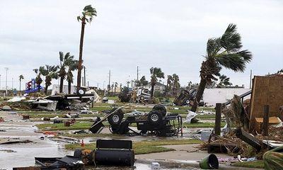 'Siêu bão' tàn phá nhà cửa, người dân Texas