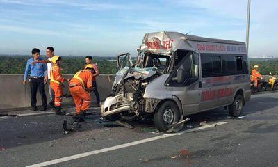 Xe khách đâm container trên cao tốc Long Thành, 4 người bị thương