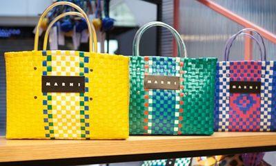 Bất ngờ túi xách hàng hiệu của Itali trông như túi đi chợ của bà nội trợ Việt Nam