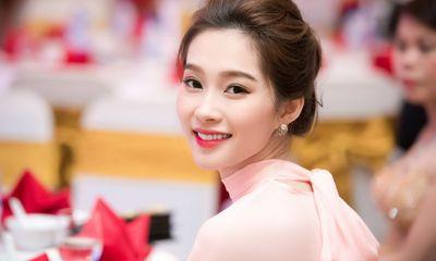 Những nàng hoa hậu nổi tiếng với làn da đẹp nhất showbiz Việt