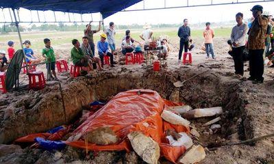 Ngôi mộ bằng đá nguyên khối ở Quảng Bình có phải mộ cổ?