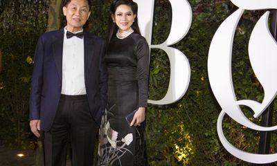 Bố mẹ chồng Hà Tăng bất ngờ dự tiệc cùng Selena Gomez