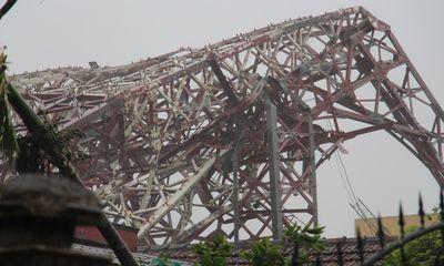 Bão số 10 quật ngã tháp truyền hình cao 100 m ở Hà Tĩnh