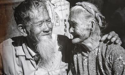 Chuyện tình xuyên thế kỷ: Cặp vợ chồng 90 tuổi nổi tiếng khắp năm châu nhờ 1 người Pháp