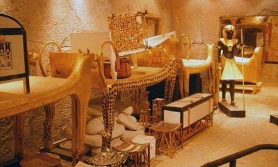 Căn phòng bí mật đầy của cải trong mộ vua Tut