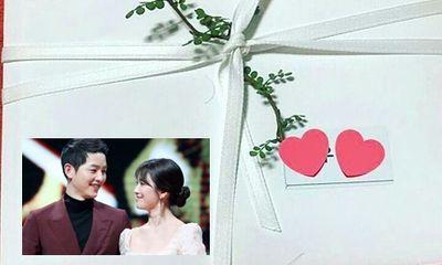 Hé lộ thiệp cưới của cặp đôi quyền lực Song Joong Ki - Song Hye Kyo