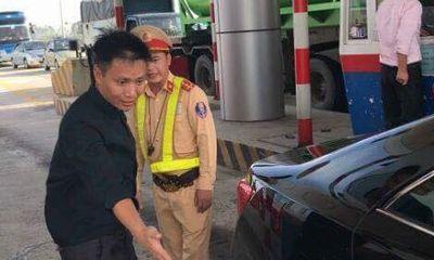 Tài xế xe Camry nồng nặc mùi rượu gây náo loạn trạm thu phí