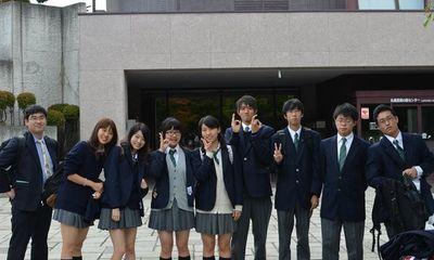 Nữ sinh Nhật Bản kiện vì nội quy trường học bắt buộc nhuộm tóc đen