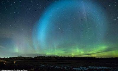 Quả cầu ánh sáng khổng lồ bí ẩn xuất hiện trên bầu trời Nga