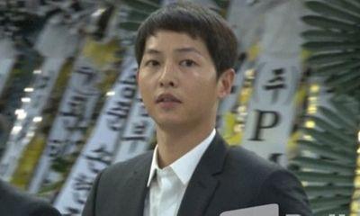 Sau đám cưới, Song Joong Ki đến viếng Kim Joo Hyuk dù phải kiêng kị