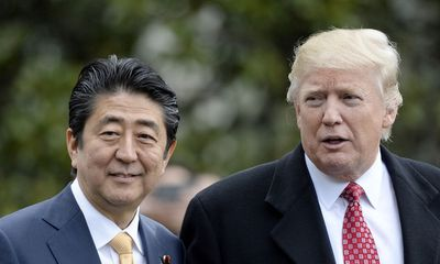 Tổng thống Trump khuyên Nhật Bản bắn hạ tên lửa Triều Tiên