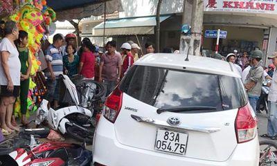 Công an tỉnh Sóc Trăng thông tin vụ xe ô tô lao lên vỉa hè