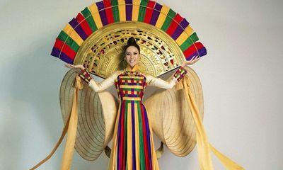 Nguyễn Thị Loan mang trống đồng, nón lá đến Miss Universe 2017