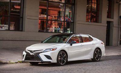 Toyota đồng loạt giảm giá cuối năm, xế sang Camry 2018 chỉ 476 triệu đồng