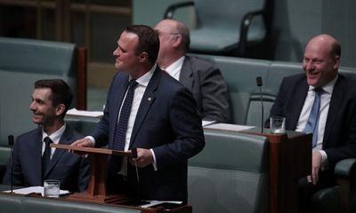 Nghị sĩ Úc cầu hôn người yêu đồng giới ngay trước Quốc hội