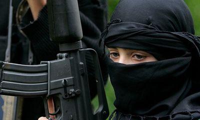 """Tình báo Đức: Vợ, con của chiến binh IS là """"bộ phận truyền thông"""" của khủng bố"""