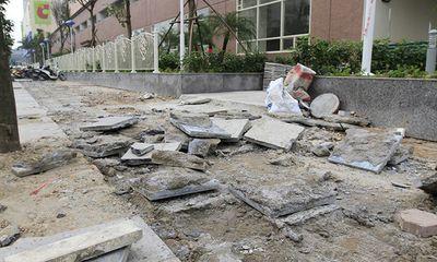 Hà Nội tạm dừng lát vỉa hè bằng 'đá bền vững 70 năm'