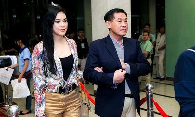 Bố mẹ chồng Hà Tăng chi tiền khủng thâu tóm cổ phiếu ngành hàng không