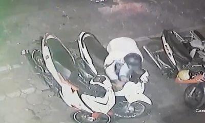 Trộm ngang nhiên bẻ khóa, cuỗm xe máy giữa phố Hà Nội