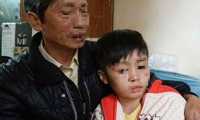 Đề nghị khởi tố vụ bé trai 10 tuổi bị bố đẻ và mẹ kế bạo hành