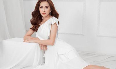 Á hậu Bella Mai gây thương nhớ khi diện đầm trắng tinh khôi
