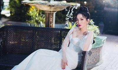 Lệ Quyên bồi hồi mặc lại váy cưới sau 7 năm