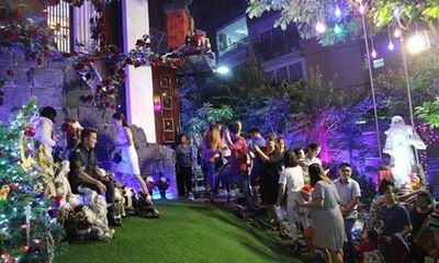 Người dân chen lấn chụp ảnh Giáng sinh trong biệt thự trang hoàng lộng lẫy của Mr Đàm