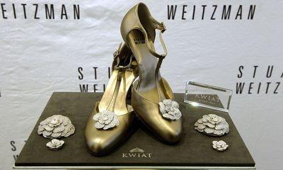 Đôi giày hoa hồng trị giá 22,8 tỷ đồng có gì đặc biệt?