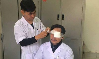 Anh trai bệnh nhân đánh bác sĩ gãy xương mũi