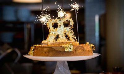 Cận cảnh chiếc bánh phô mai đắt nhất thế giới có giá 113 triệu đồng