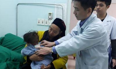 Phẫu thuật thành công thoát vị màng não tủy cho bé 10 tháng tuổi