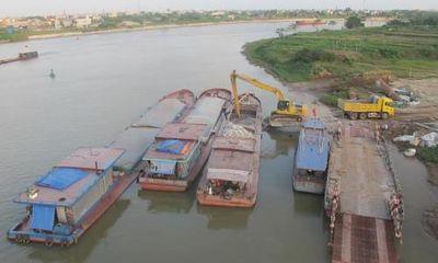 Phát hiện nhiều tàu chở hàng quá hạn đăng kiểm trên sông Đào
