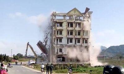 Tạm dừng phá bỏ tòa nhà của