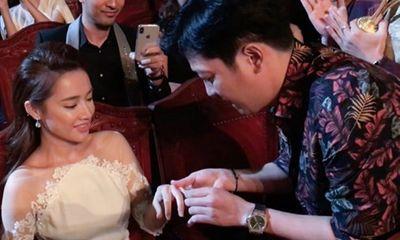 Trường Giang bất ngờ cầu hôn Nhã Phương trên sóng truyền hình trực tiếp