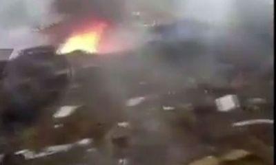 Khoảnh khắc máy bay quân sự Trung Quốc bốc cháy trong lúc huấn luyện