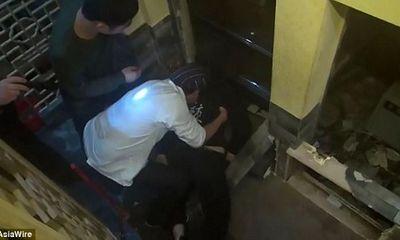 Phục vụ nhà hàng trẻ tuổi chết thảm vì thang máy chuyển thức ăn