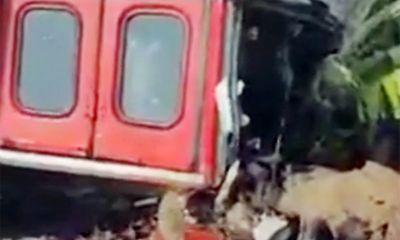 Xe buýt nổ lốp, cuốn ba người đi xe máy vào gầm