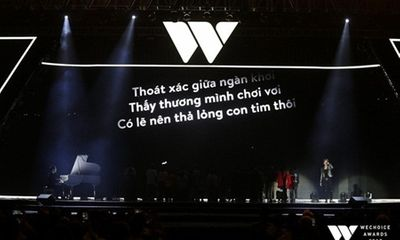 Clip: Xúc động khoảnh khắc bé Bôm đệm đàn cho Sơn Tùng hát