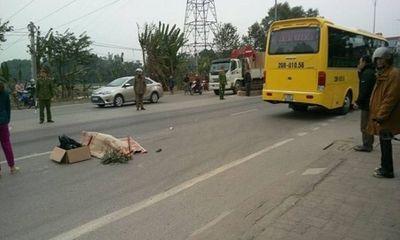Video: Cô gái bị xe khách cán tử vong sau cú phanh gấp