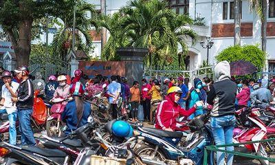 Video: Gần 1000 công nhân bao vây công ty vì không được trả lương Tết
