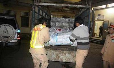 Bắt giữ 1,1 tấn gỗ quý giấu trong bao tải