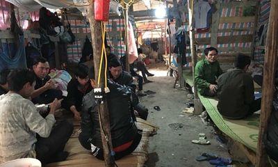 """Hỗ trợ cho 40 công nhân bị cai thầu """"bỏ rơi"""" về quê ăn Tết"""
