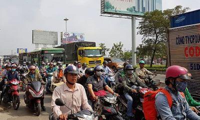 Nhiều tuyến đường tại TP. HCM kẹt cứng vì người dân về quê ăn Tết