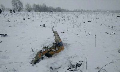 Video: Hiện trường máy bay chở 71 người rơi ở Nga