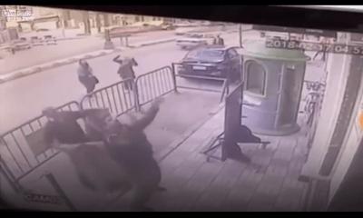Cảnh sát đỡ thành công em bé rơi từ tầng 3