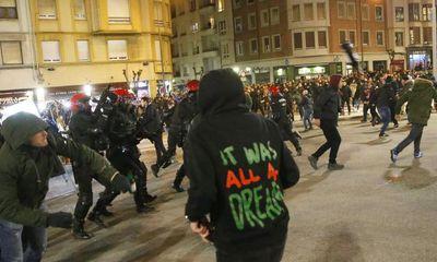 Cảnh sát thiệt mạng trong trận hỗn chiến CĐV Bilbao-Spartak Moscow
